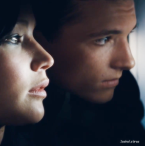 Everlark on a train
